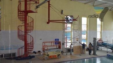 Photo of Ciechanów: na pływalni montują nową zjeżdżalnię. Będzie mieć 60 metrów