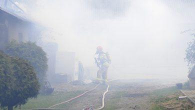 Photo of Strażacy w akcji. Pożar na osiedlu domów jednorodzinnych