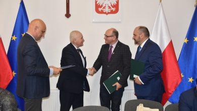 Photo of Trzy samorządy podpisały w Rybnie umowę na przebudowę dróg