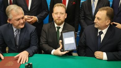 Photo of Minister zdrowia przywiózł do Mławy czek