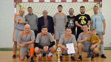 Photo of Glinojeck: Rzeźbiarze zwycięzcami Halowego Turnieju Piłki Nożnej o Puchar Burmistrza