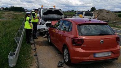 """Photo of Wypadek na """"siódemce"""". Samochód potrącił pracowników budowy"""