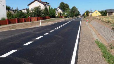 Photo of Nowy asfalt, chodniki i zjazdy. Droga Dębsk -Nadratowo -Ługi wyremontowana