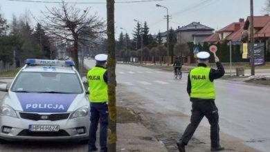 Photo of Prowadziła po pijanemu, nie miała prawa jazdy i znieważyła policjantów